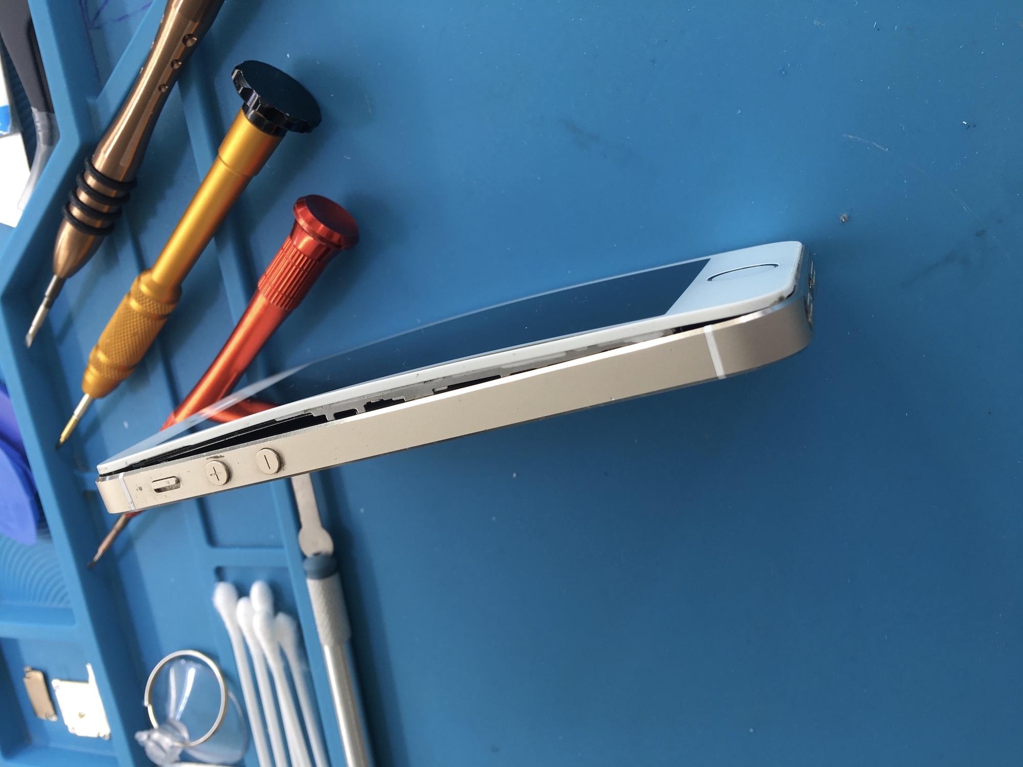 wymiana spuchniętej baterii iPhone